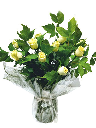 white yellow roses vase