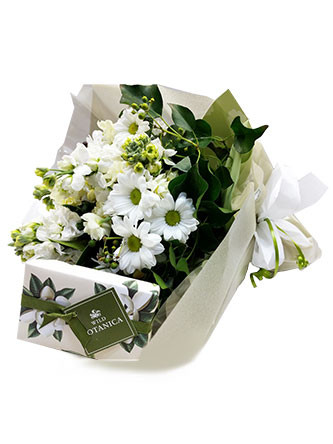 white floral arrangement posy