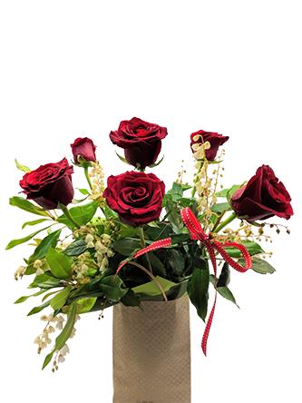 rose are red valentines flower arrangement